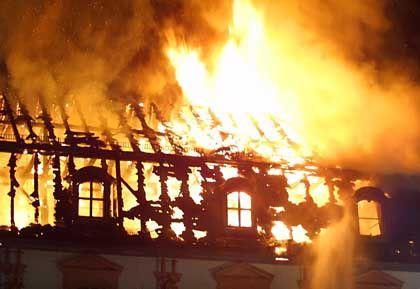 Dachstuhl in Flammen: Kulturelles Desaster