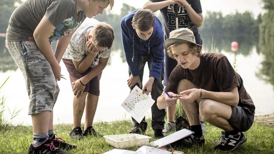 Bremer Gesamtschüler auf Exkursion »Blätter mal weiter zu den Uferpflanzen«
