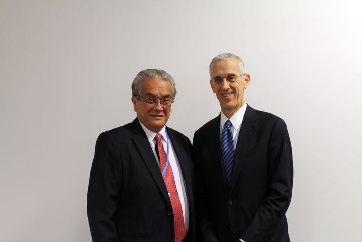 Tony de Brum (l.) mit dem US-Spezialgesandten für den Klimawandel Stern: Kampf gegen Atommächte