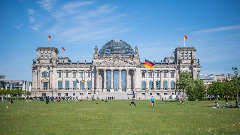 Wiese vor dem Reichstagsgebäude