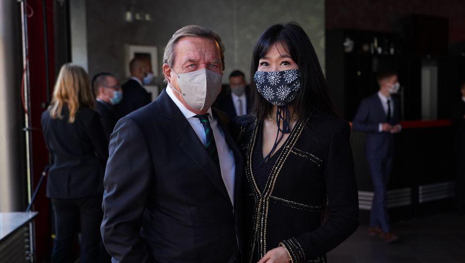Gerhard Schröder und Soyeon Schröder-Kim: Zufällig und zusammenhangslos