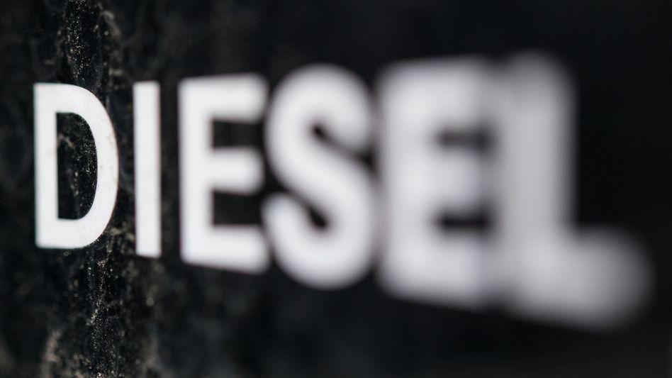 """Schriftzug """"Diesel"""" auf Tankklappe"""