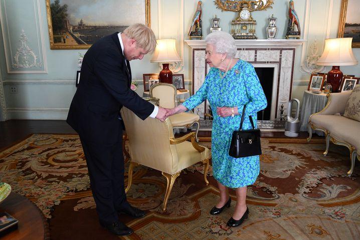 Boris Johnson und die Queen - die er zuletzt am 11. März traf