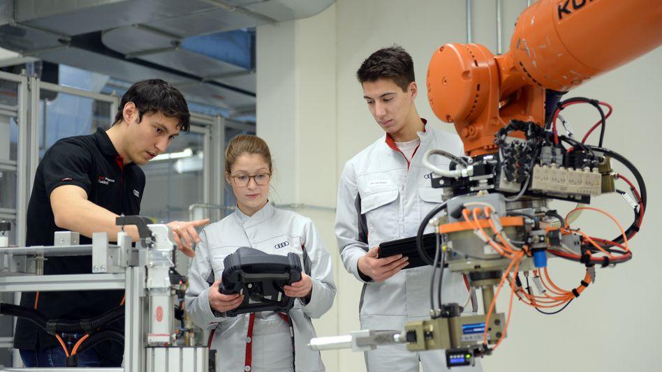 Weiterbildung (in der Automobilindustrie im Audi-Bildungszentrum, Archivbild)
