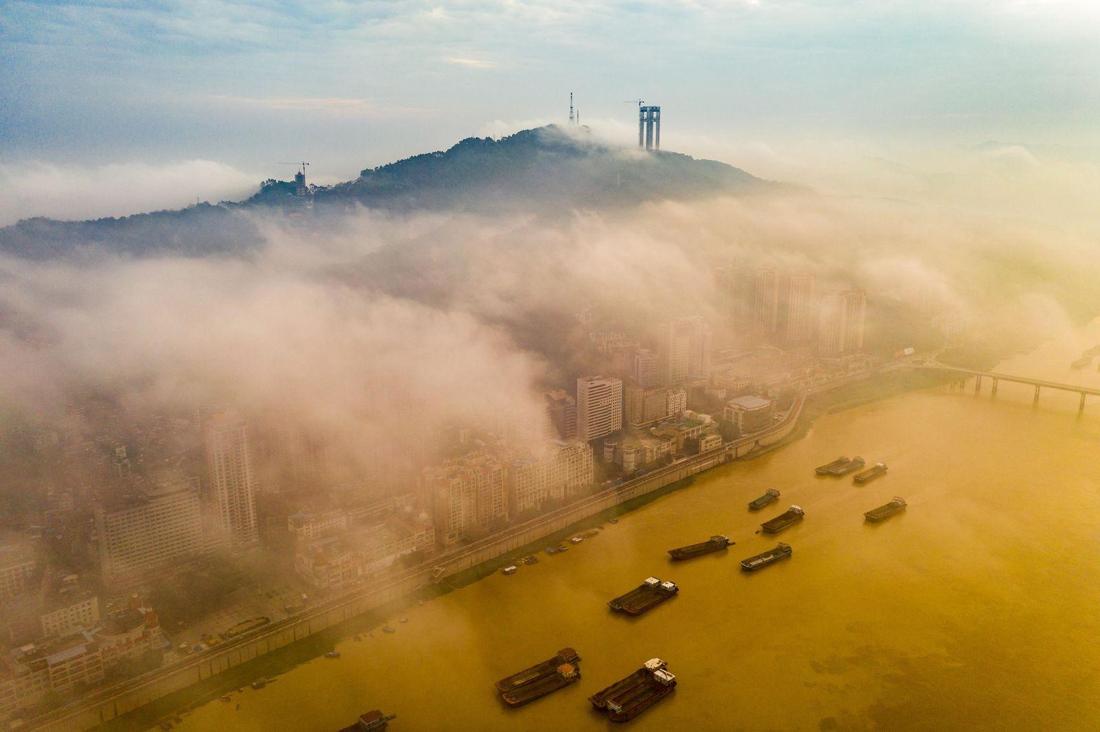 Frachtschiffe auf dem Xi Jiang