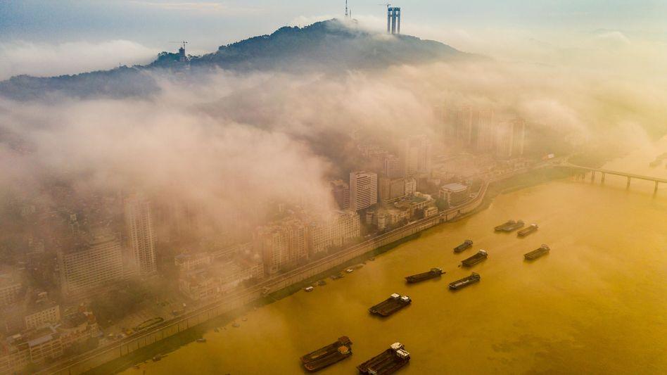 Frachtschiffe in der südchinesischen Provinz Guangxi