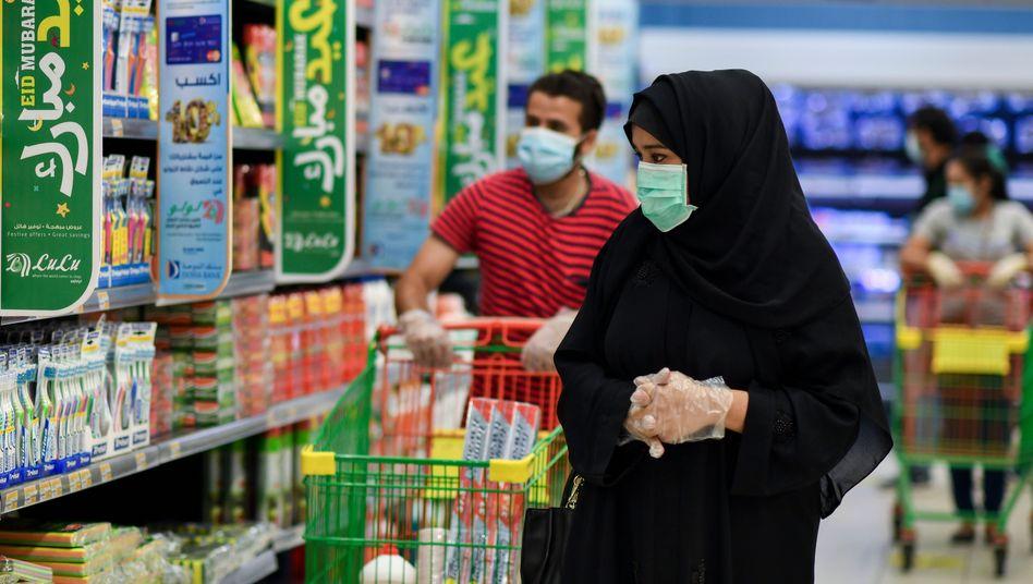Supermarktkunden in Doha