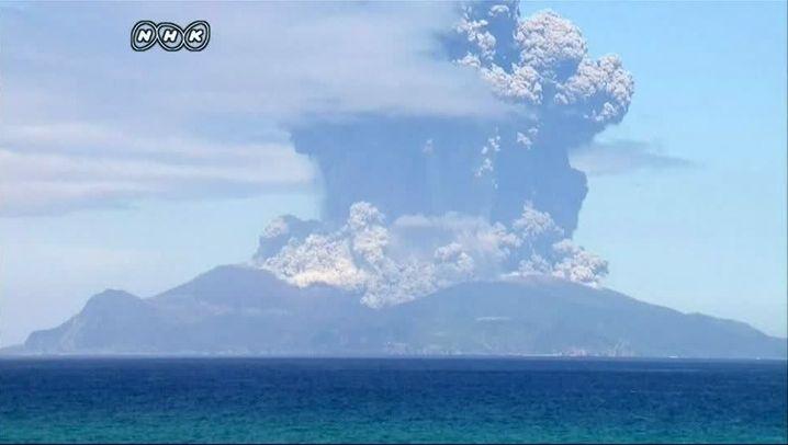 Vulkanausbruch in Japan: Aschewolke über Kuchinoerabu