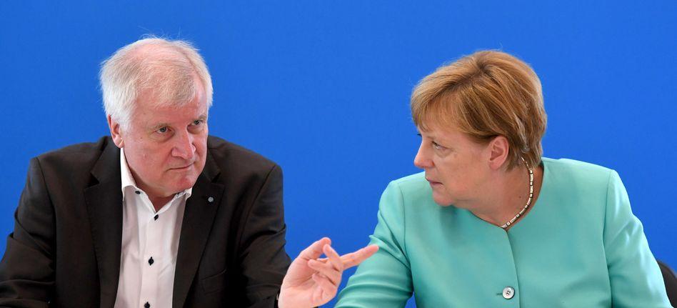 Politiker Seehofer, Merkel