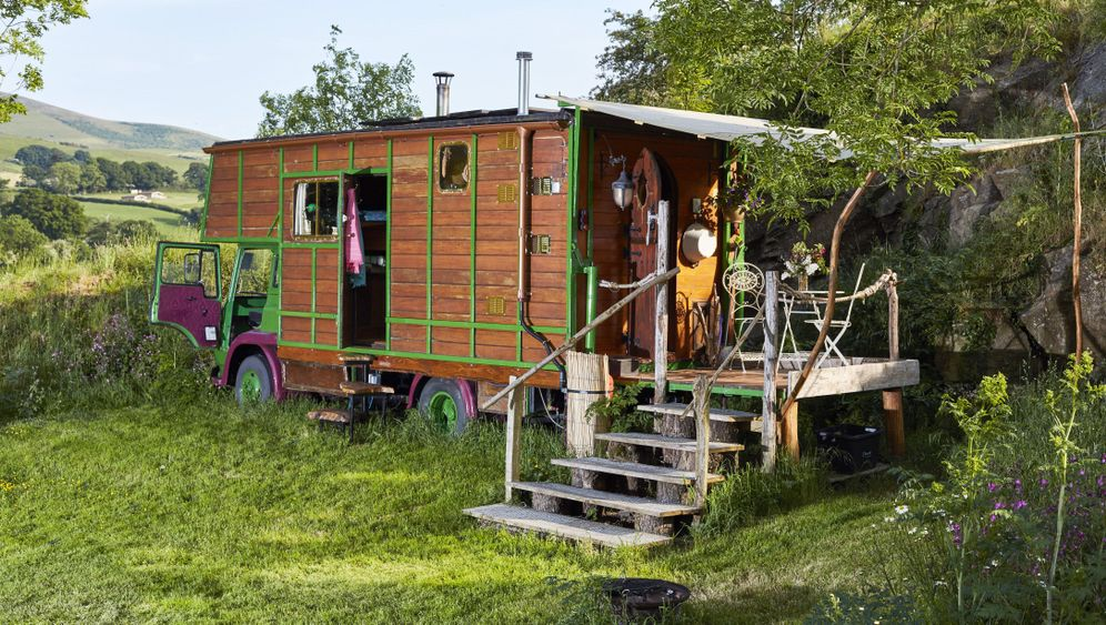 Wohnmobile: Schlafen im umgebauten Pferdetransporter