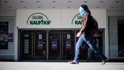 Galeria Karstadt Kaufhof plant, fast die Hälfte aller Filialen zu schließen