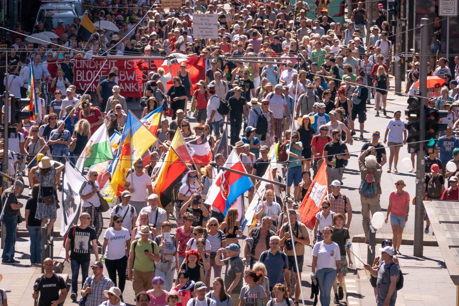 01.08.2020,Berlin,Deutschland,GER,Großdemonstration gegen Corona-Auflagen,durchgeführt von der Stuttgarter Initiative Q