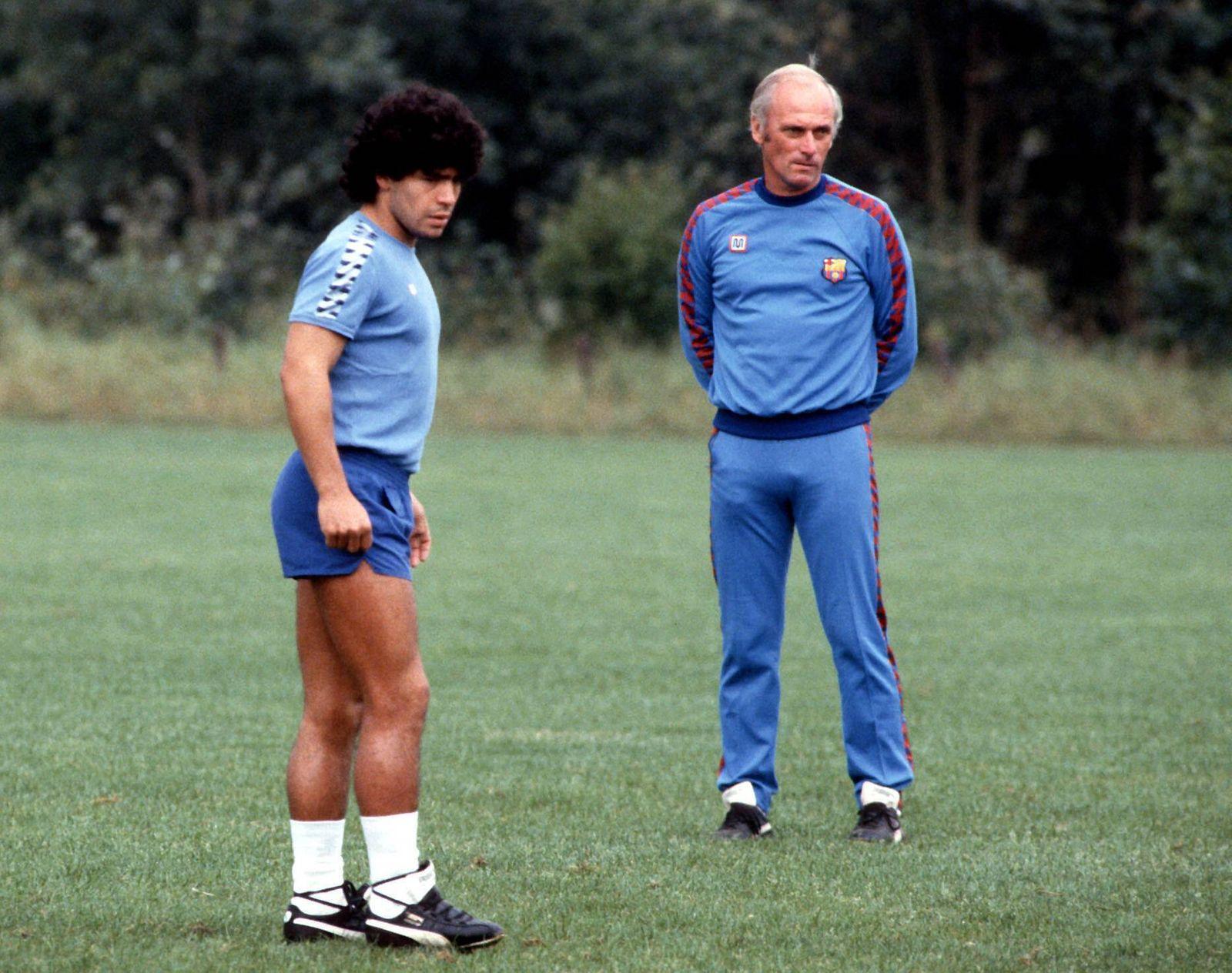 Diego Armando Maradona mit Trainer Udo Lattek (beide FC Barcelona)