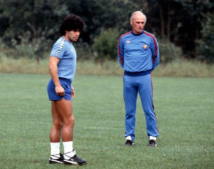 Maradona mit seinem deutschen Trainer Udo Lattek beim FC Barcelona