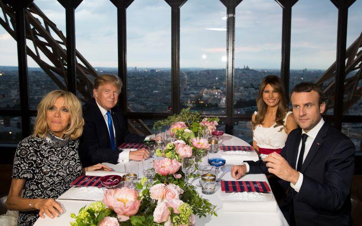 Die Ehepaare Trump und Macron am 13. Juli 2017