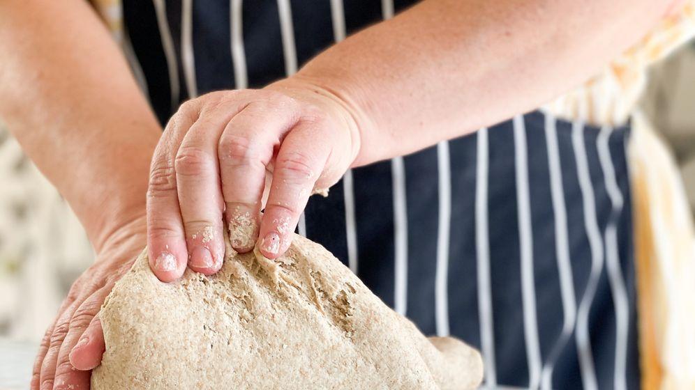 Verena Lugert backt Brot aus selbst angesetztem Sauerteig