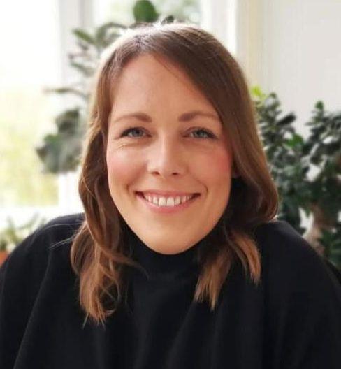 In ihrer Praxis in Stuttgart unterstützt Marlene Müller Menschen bei Entscheidungen und Konflikten im Beruf und in Beziehungen.