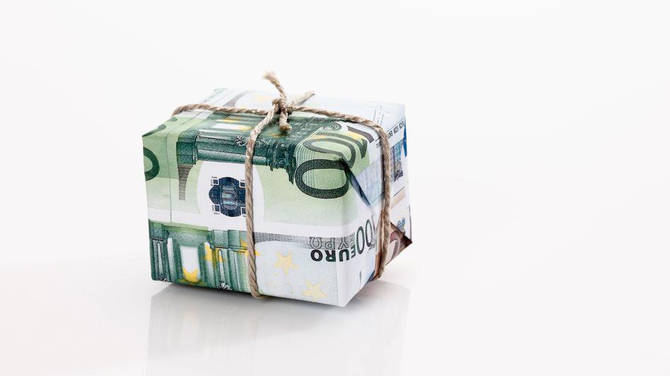 Teures Abschiedsgeschenk: Weil die Schüler sich bei ihr bedanken wollten, muss eine Berliner Lehrerin 4000 Euro Strafe zahlen