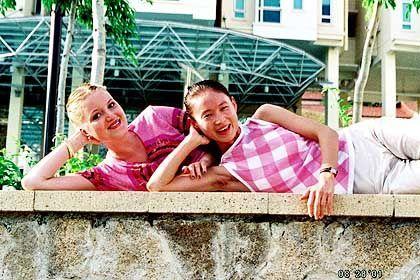 Keine Ausländerkolonie: Julia Holtz mit ihrer Freundin Yang