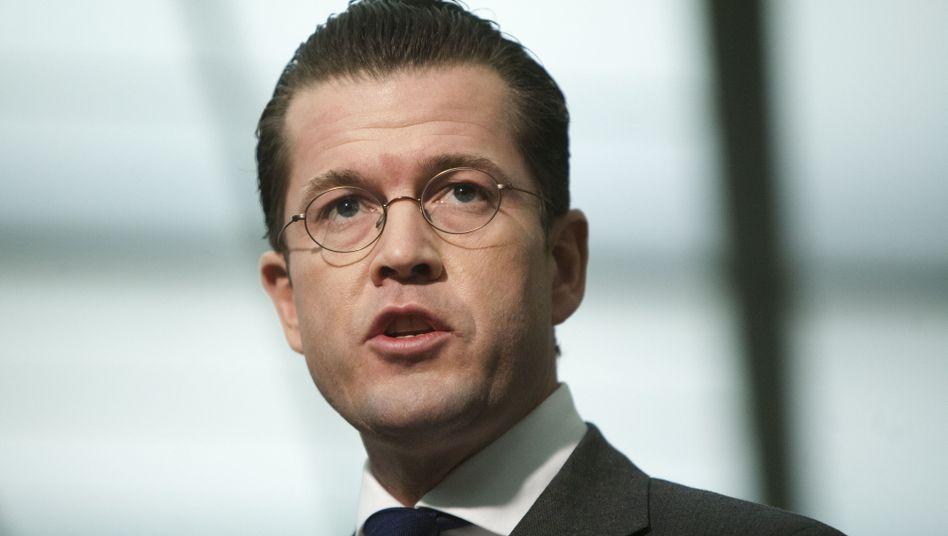 """Verteidigungsminister Guttenberg: """"Wir stehen besonders für mehr und gute Ausbildung"""""""