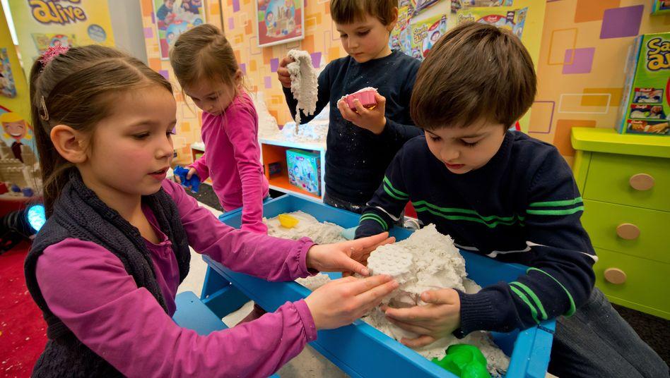 Neuheiten auf der Spielwarenmesse Nürnberg: Sand, der Kindern und Eltern Spaß macht
