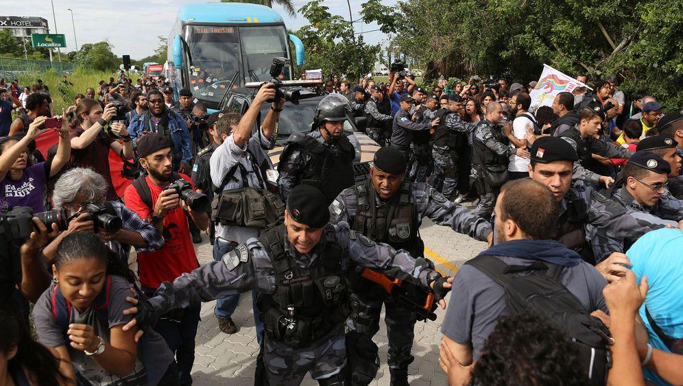 WM in Brasilien: Aufruhr am Mannschaftsbus