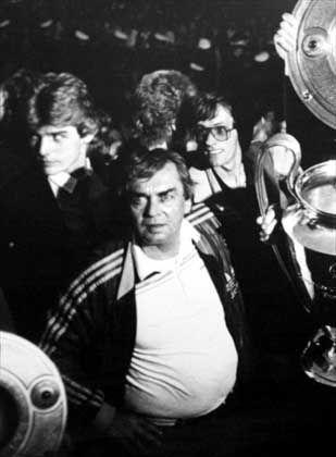 """HSV-Trainer Happel (Mitte): """"Autorität und Respekt"""""""