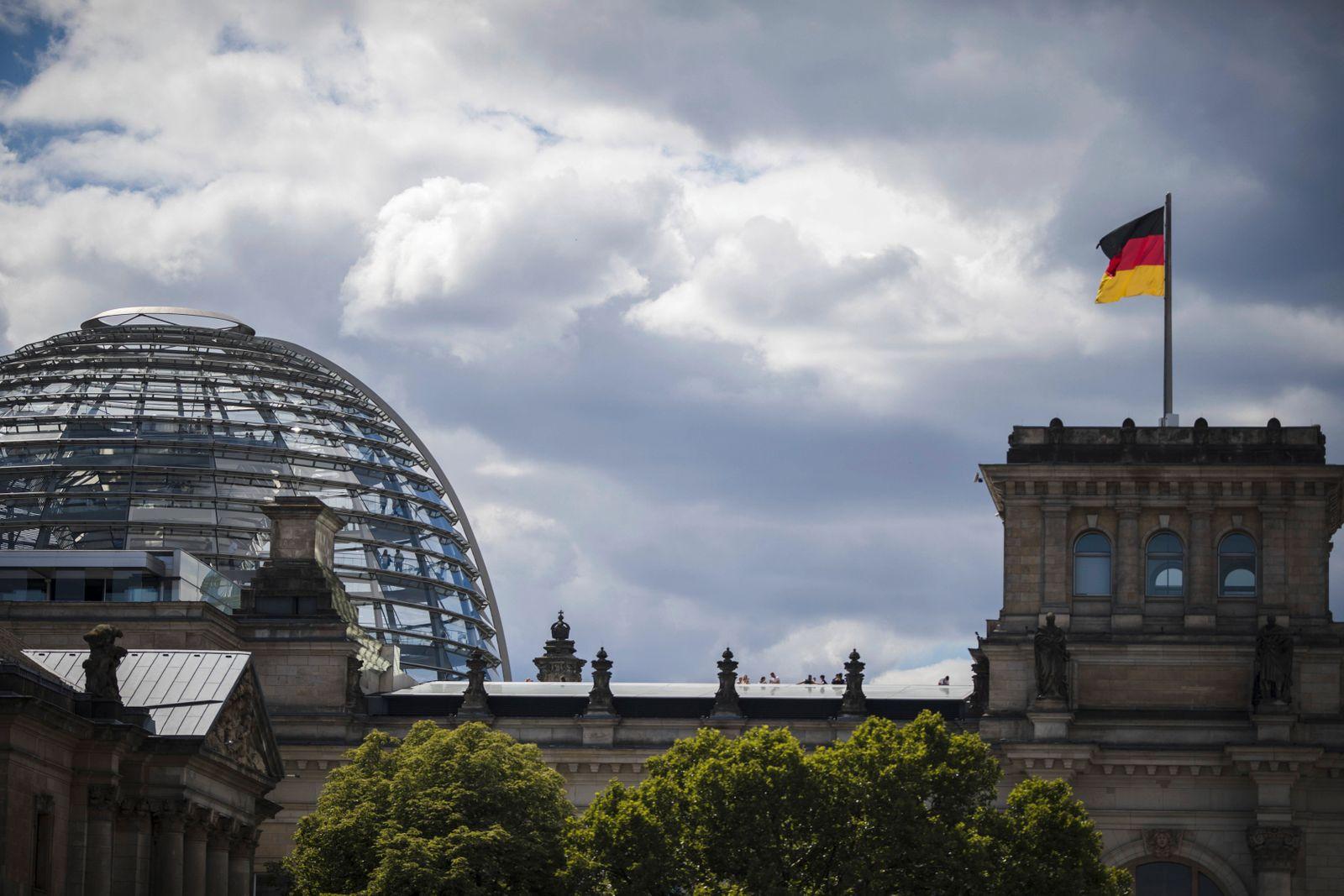 Der Reichstag in Berlin 02 07 2018 Berlin Deutschland *** The Reichstag in Berlin 02 07 2018 Berli