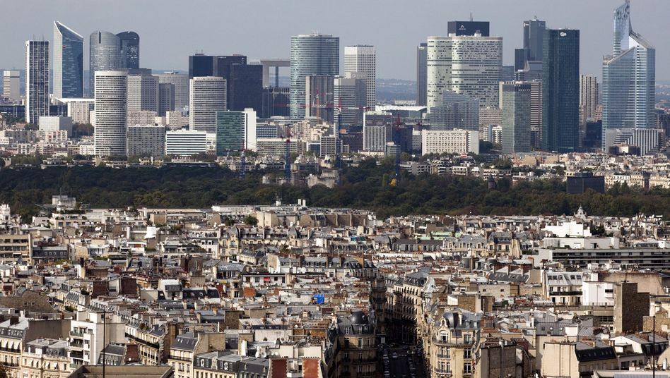 Paris' La Defense banking district: A downgrading of France's AAA rating could complicate euro bailout measures.