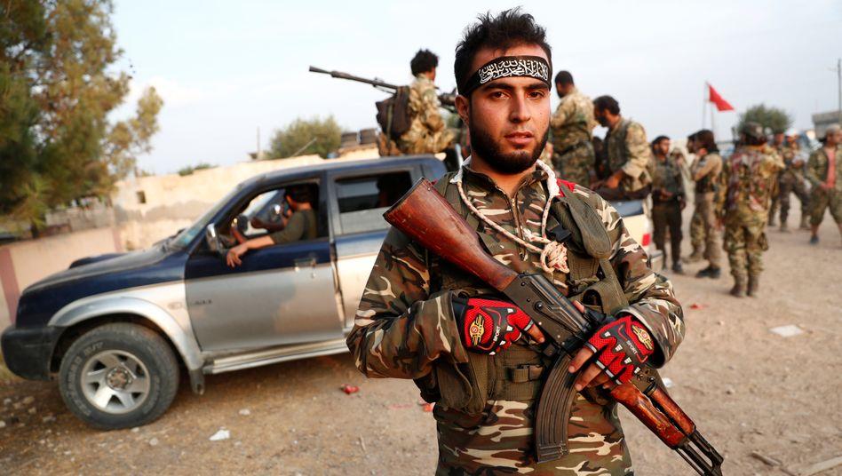 Mit der Türkei verbündeter Kämpfer in Syrien