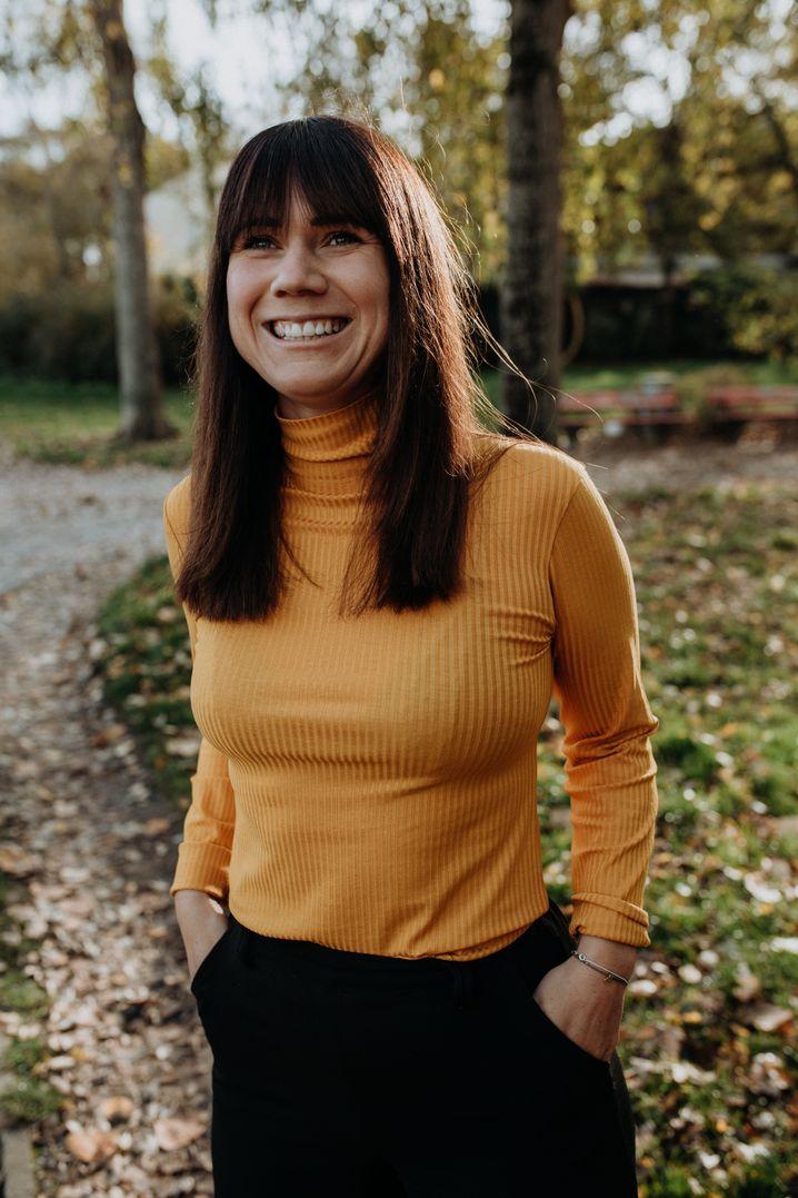 Influencerin Louisa Dellert spricht und schreibt über Themen wie Umweltschutz und Politik.