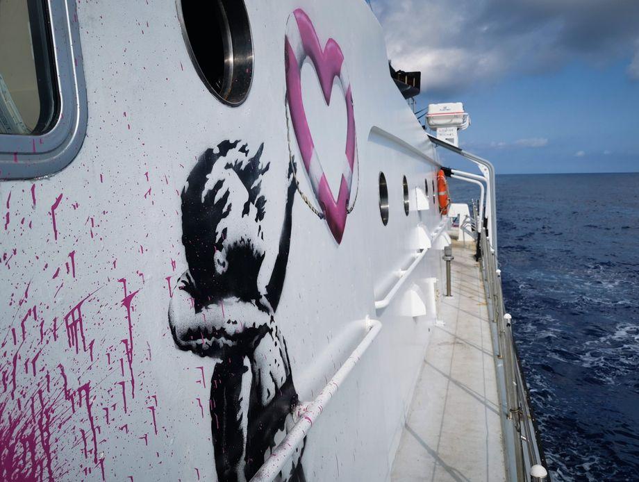 """Banksy-Zeichnung auf der """"Louise Michel"""""""