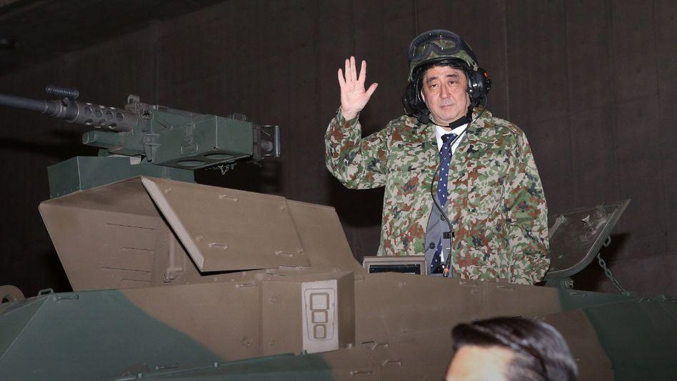 Vermutlich nach der Massenkarambolage: Japans Regierungschef Shinzo Abe am Samstag