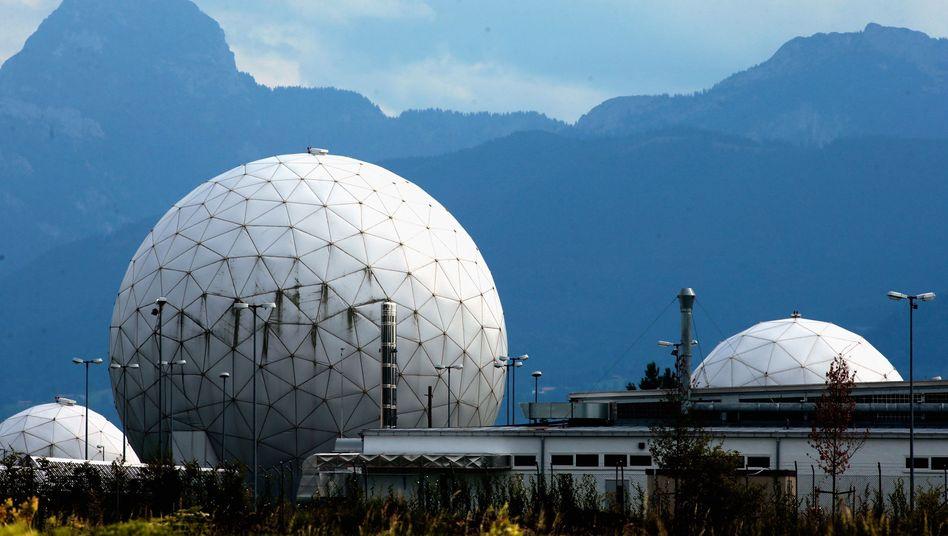 BND-Stützpunkt in Bad Aibling: Zwei Millionen der täglich erhobenen Datensätze werden für zehn Jahre gespeichert