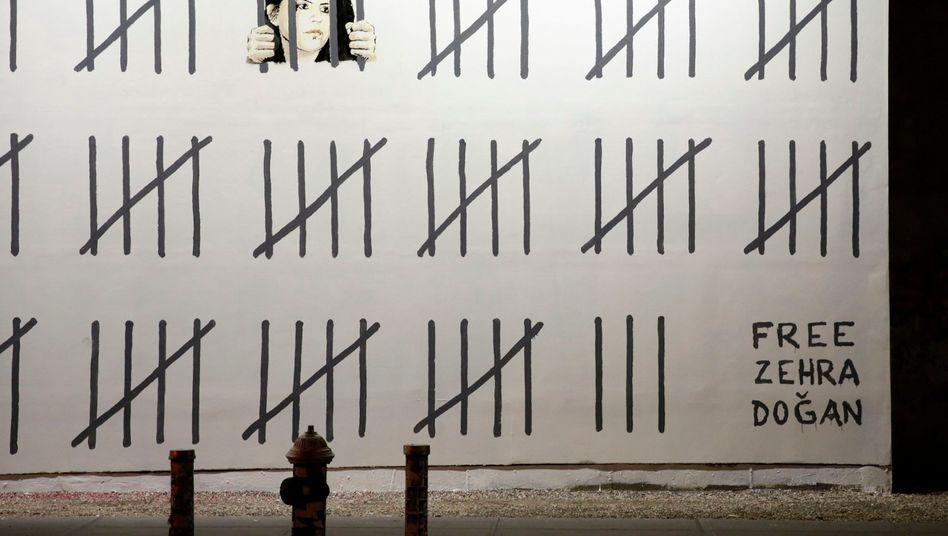 "Banksy-Protest ""Free Zehra Dogan"""