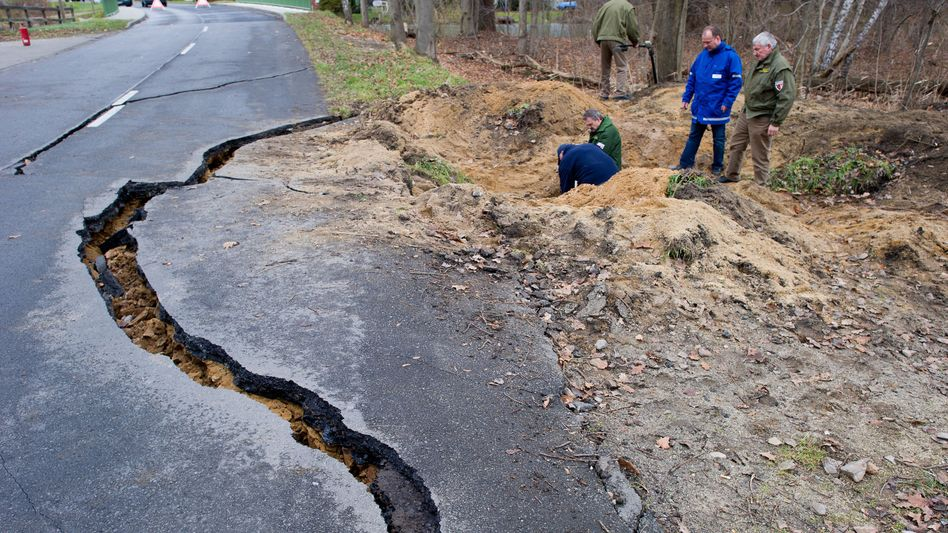 Experts examine the crater caused by the first explosion on December 14 near the town of Neuhausen in the eastern German state of Brandenburg.
