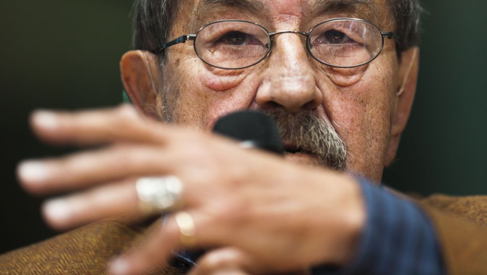 German Nobel laureate Günter Grass has stirred up a debate on Israel with a new poem.