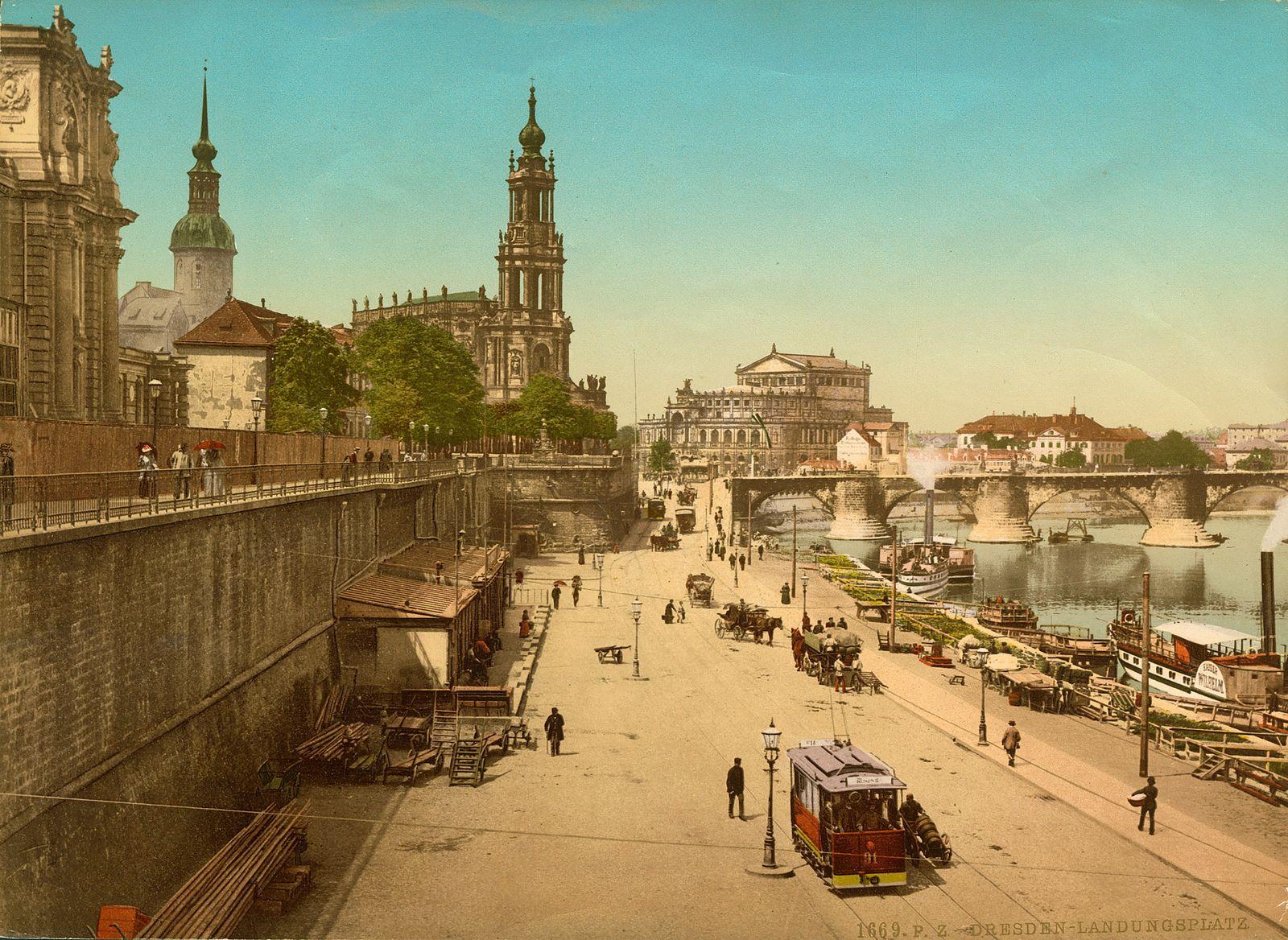 Bombardierung Dresden - Blick von der Br¸hlschen Terrasse zum Landungsplatz der Elbdampfer