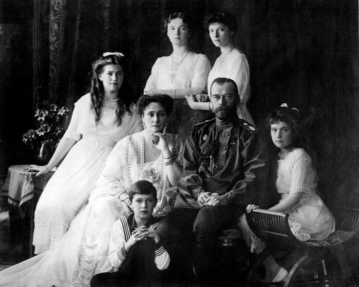 Zar Nikolaus II. mit Frau und Kindern 1913: Schlechter Herrscher, vorbildlicher Familienmensch