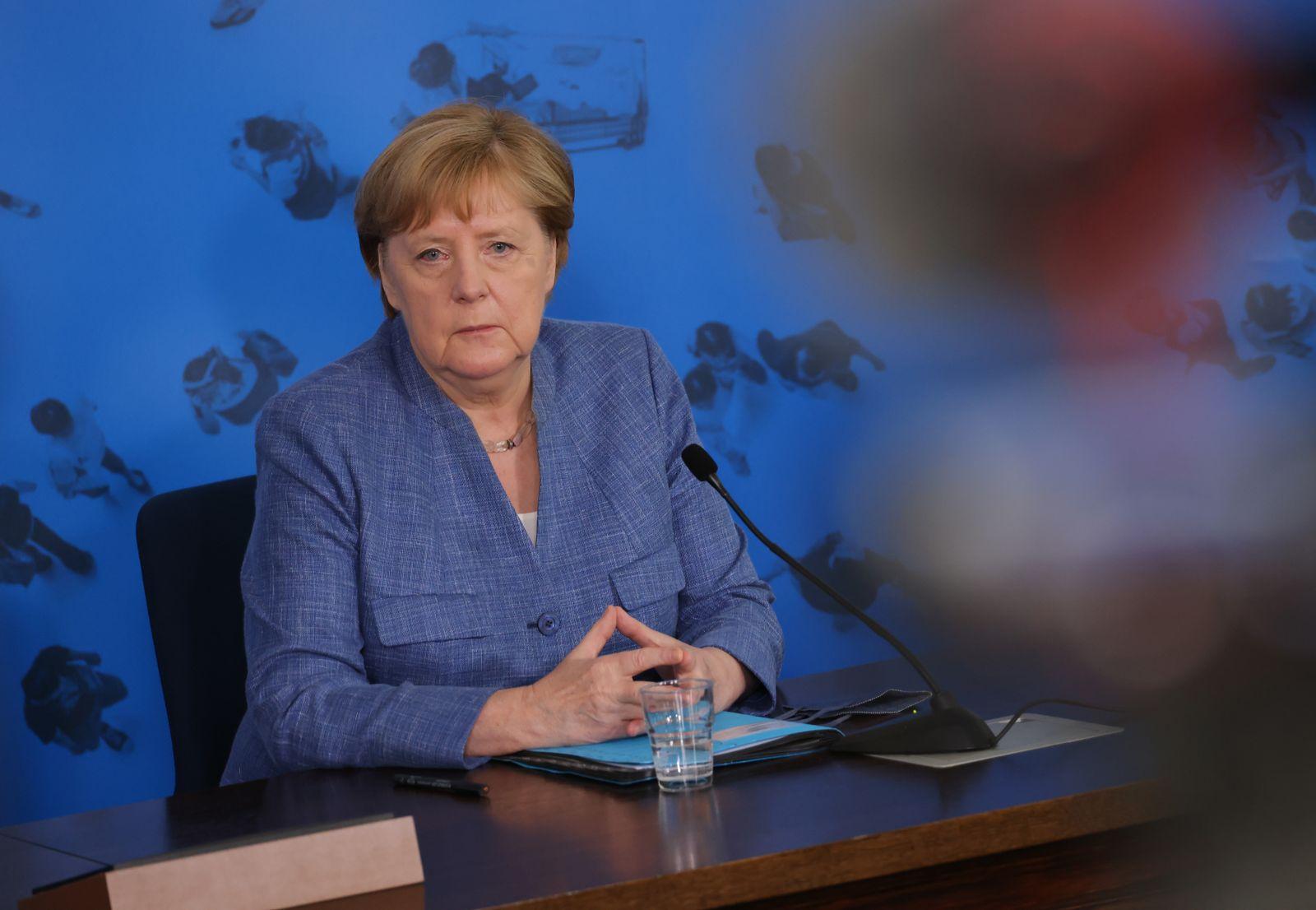 Merkel Visits Robert Koch Institute