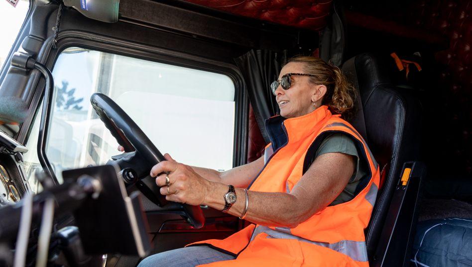 Lkw-Fahrerinnen und Fahrer werden häufig schlecht bezahlt