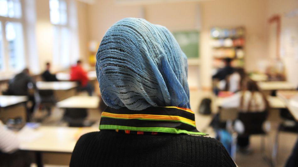 Kopftuch an der Schule (Archivbild): Für Schülerinnen erlaubt, für Lehrerinnen in manchen Ländern nicht