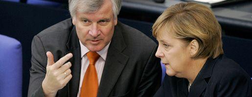"""CSU-Chef Seehofer mit Kanzlerin Merkel: """"Die ganze Breite"""" abdecken"""
