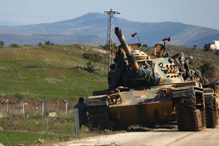 Türkischer Panzer in Nordsyrien