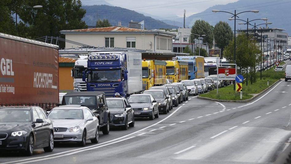 """Autos im Verkehrsstau bei Freilassing: """"Polizeiliche Erfahrungswerte"""""""
