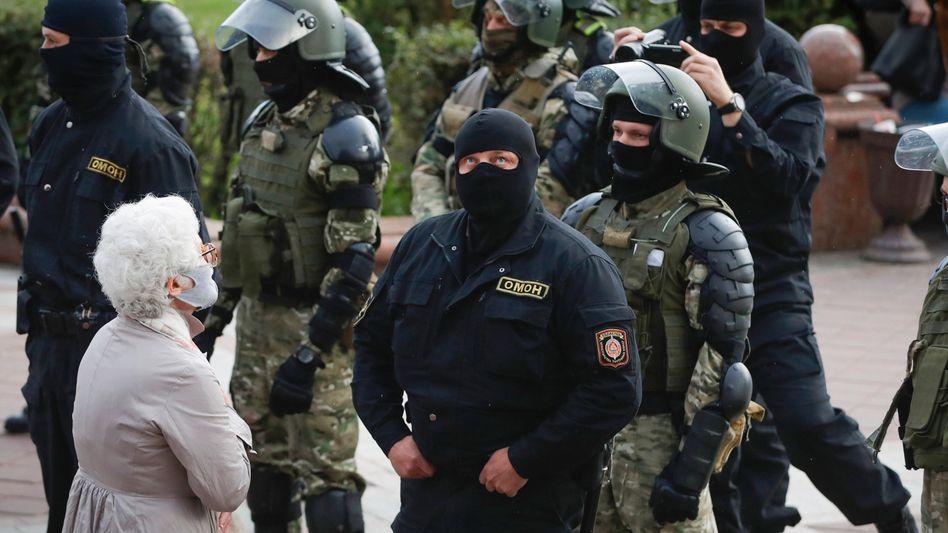 Belarussische Sicherheitskräfte im August 2020 (Symbolbild)