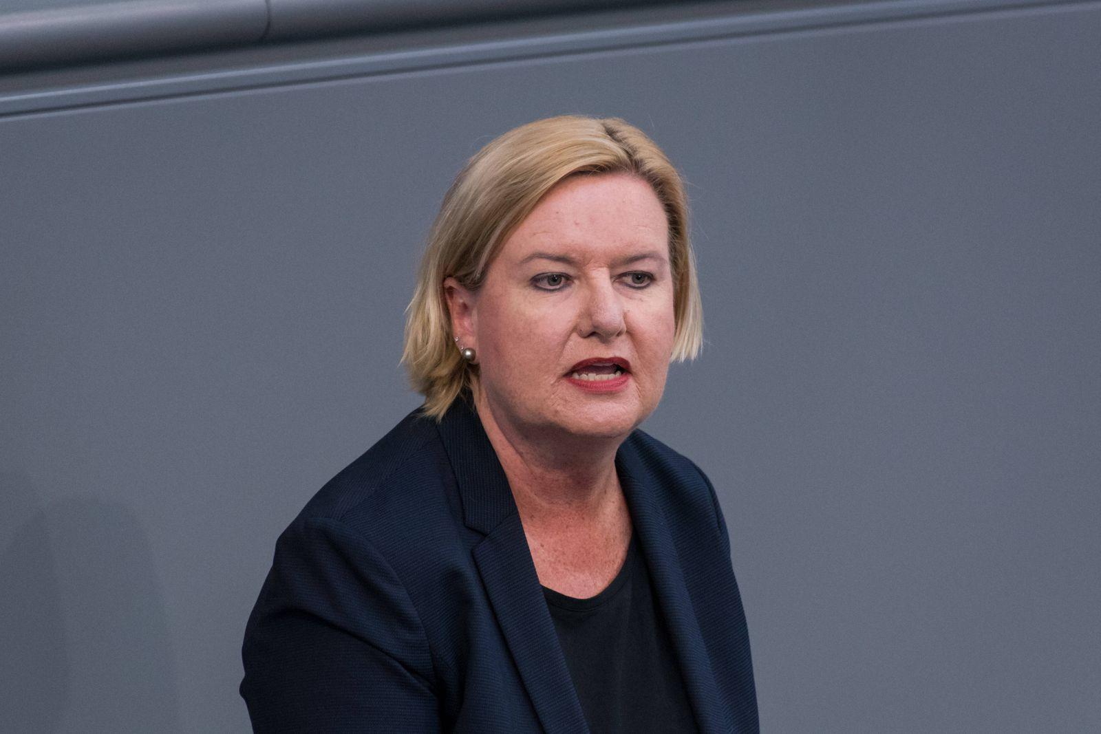 Berlin, Plenarsitzung im Bundestag Deutschland, Berlin - 23.04.2020: Im Bild ist Eva Högl (spd) während der Sitzung des