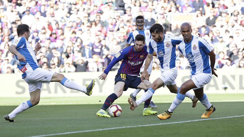 Lionel Messi gegen vier Gegenspieler von Espanyol