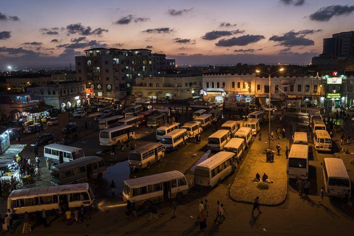Busbahnhof in Dschibuti: Aufstieg in eine Weltgesellschaft, die sich gerade neu ordnet