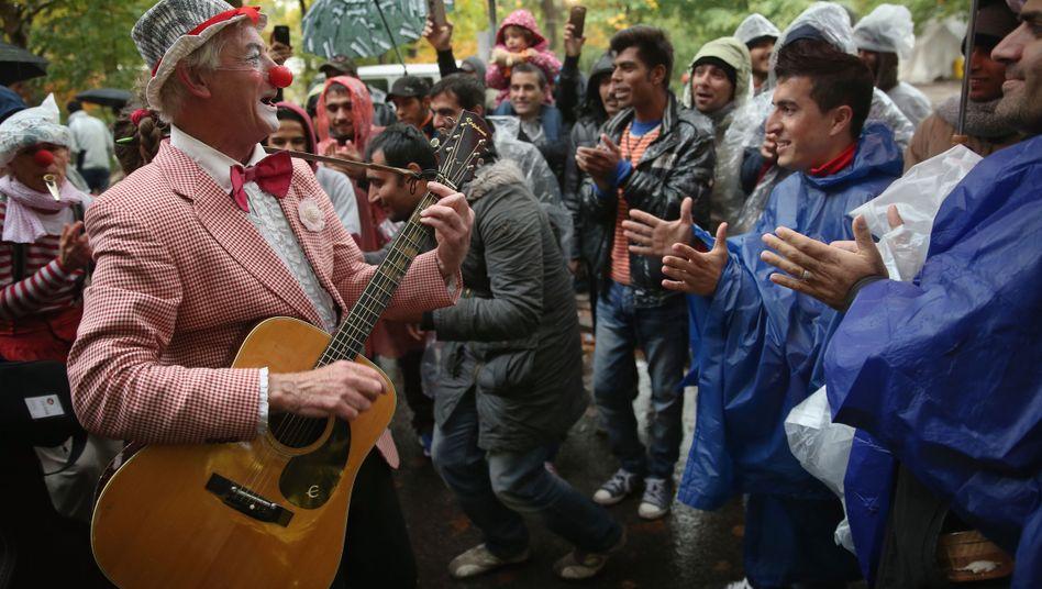 Freiwillige Clowns am Lageso in Berlin